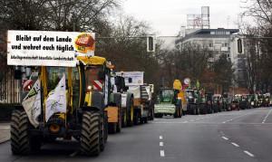 90 Traktoren führten die Wir haben es satt!-Demonstration 2015 an