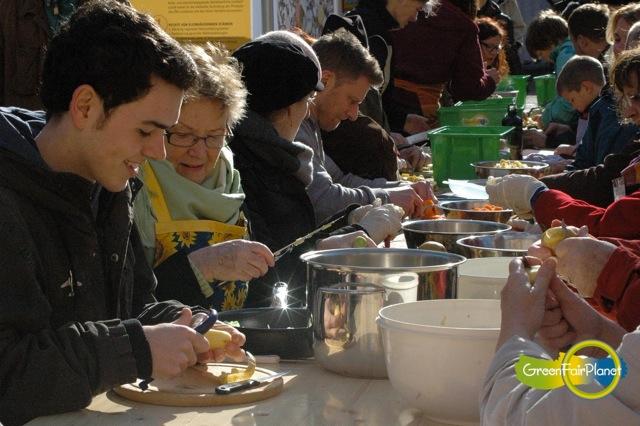 Für die Wertschätzung von Lebensmitteln - Schnippelparty - wir retten Lebensmittel -