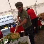 Köstlicher Salat mit Weißer Couscous von Davert zaubert Florian Kliem beim Essensretterbrunch in Berlin