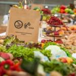 Sämtliche Lebensmittel des üppigen Banketts waren in Berlin vor dem Müll gerettet worden. Sie sind allerdings nur ein Bruchteil der Waren, die jeden Tag aussortiert werden.