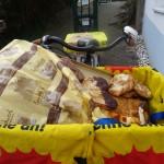 Ein drastisches Beispiel für Lebensmittelvernichtung ist das Brot. Wer Notzeiten erlebt hat, kann kein Brot wegwerfen. Heute werden in Deutschland immense Mengen an Brot weggeworfen - jährlich etwas 500.000 Tonnen. Im Durchschnitt wirft eine Bäckerei 10 bis 20 Prozent ihrer Tagesproduktion weg.