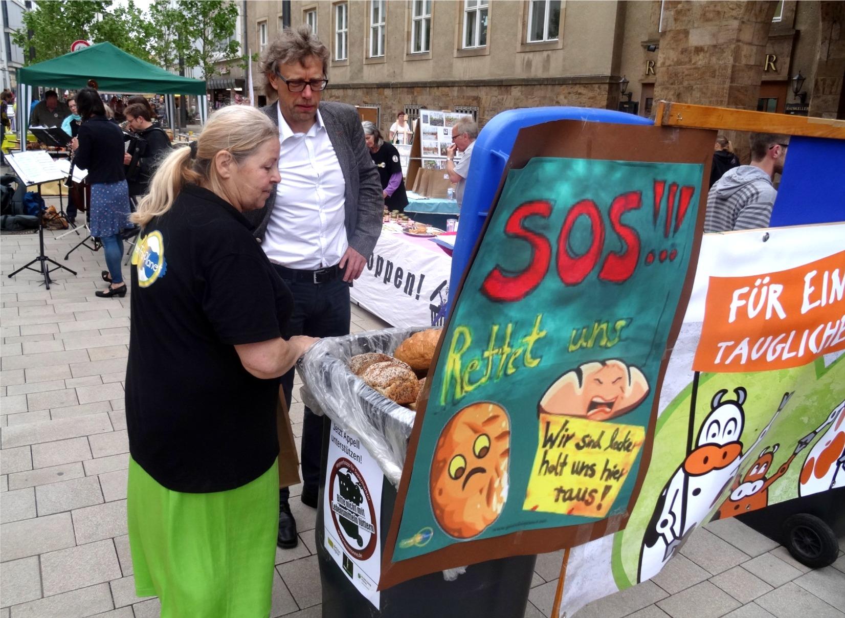 Weltfest Bürgermeister informiert sich über die Aktion