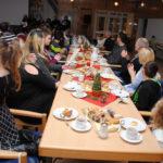 Unsere Weihnachtsfeier war tausendschön. 82 Personen hatten sich angemeldet. Bei Kaffee, Tee und Kuchen wurde in Erinnerungen geschwelgt, Ein Fest der Vielfalt